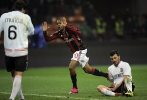 AC Milan's Brazilian forward Robinho (C)